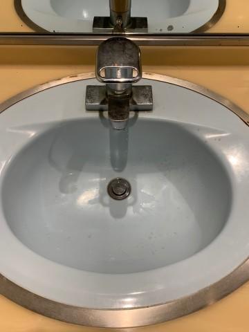 男子更衣室水栓前